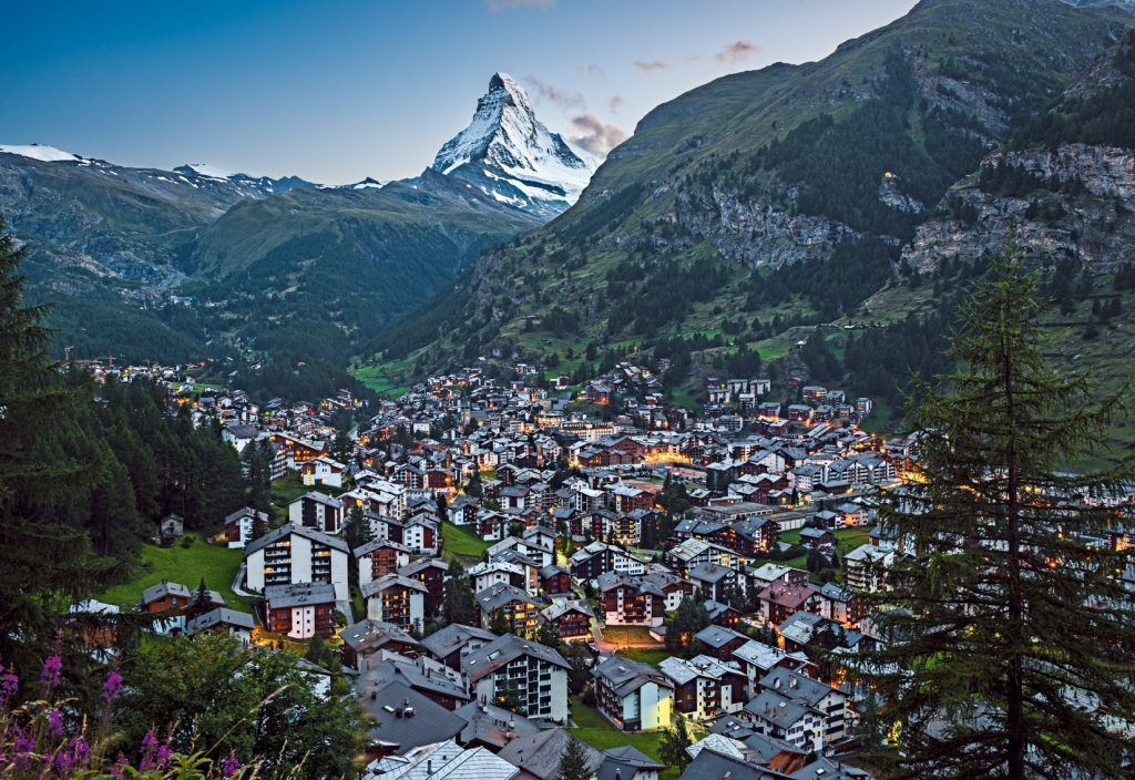 Reference: STS8727 Schweiz. ganz natuerlich. Am Fusse des Matterhorns liegt Zermatt, dessen touristische Entwicklung eng mit dem wohl beruehmtesten Berg der Welt verknuepft ist. Der autofreie Ferienort hat seinen urspruenglichen Charakter erhalten und bietet fast unbegrenzte Ausflugsmoeglichkeiten. Switzerland. get natural. At the foot of the Matterhorn is Zermatt, whose tourist development is closely linked to the most famous mountain in the world. The car-free resort has preserved its original character and offers nearly unlimited possibilities for excursions. Suisse. tout naturellement. Au pied du Cervin est Zermatt, dont le developpement touristique est etroitement liee a la montagne la plus celebre dans le monde. La station sans voiture a conserve son caractere original et offre des possibilites presque illimitees pour les excursions. Copyright by: Switzerland Tourism - By-Line: swiss-image.ch/Lorenzo Riva