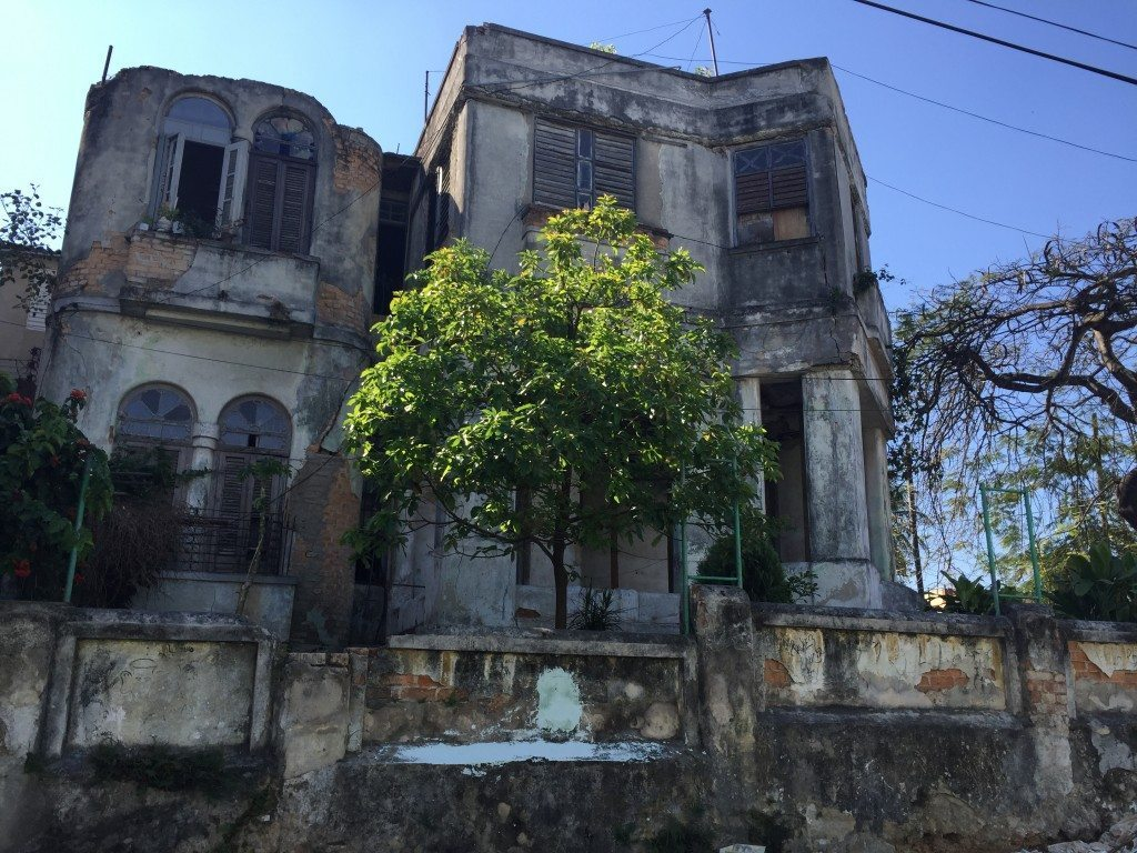 Why All the Mansions in Cuba Are Crumbling
