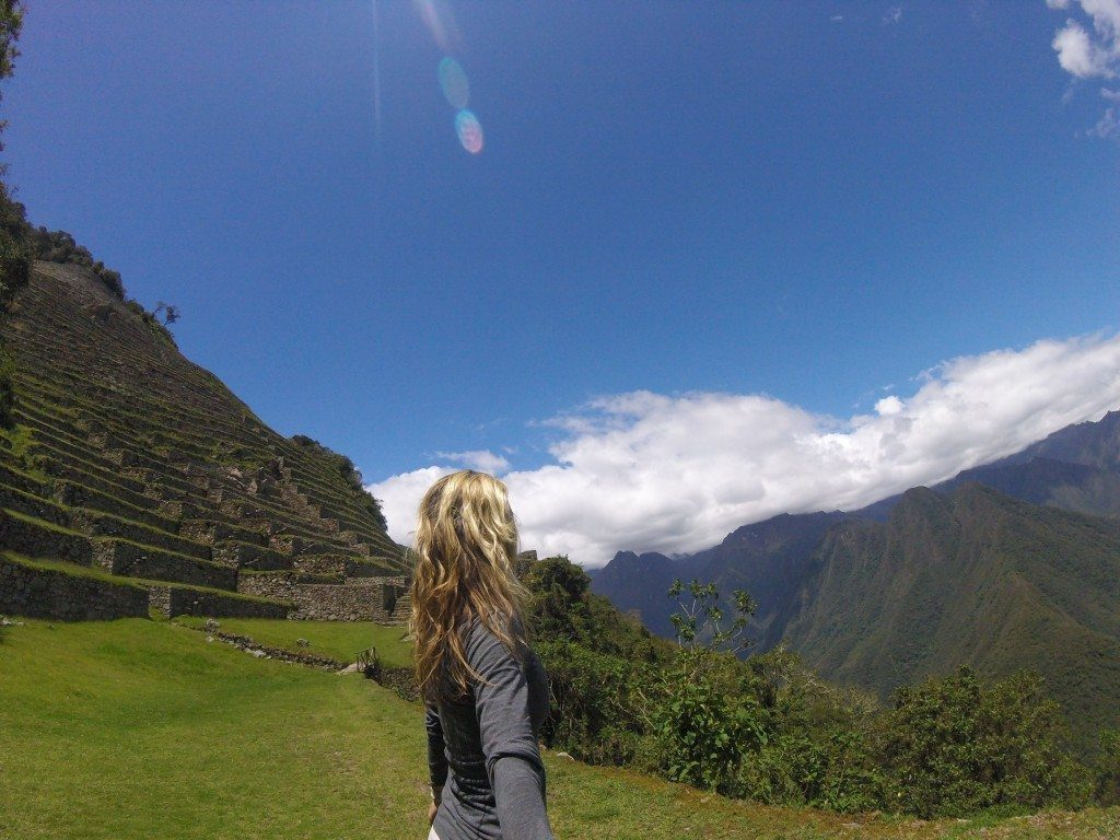 Intipata is on the left, the mountain of Machu Picchu is on the right. I'm in the middle :)