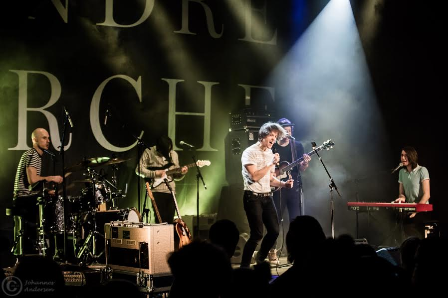 Photo of Sondre Lerche and band by: Johannes Andersen Musicians from Left to Right: Dave Heilman, Matias Tellez, Sondre Lerche, Chris Holm, Alexander von Mehren
