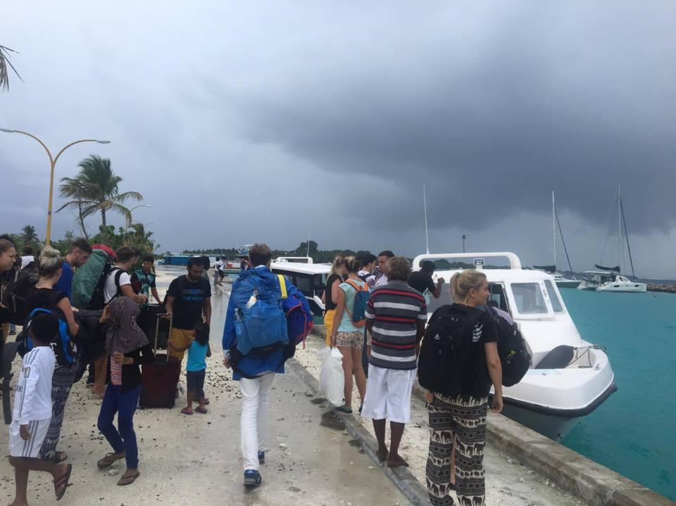 speedboat-transfer-geting-to-the-maldives-mylifesamovie-com