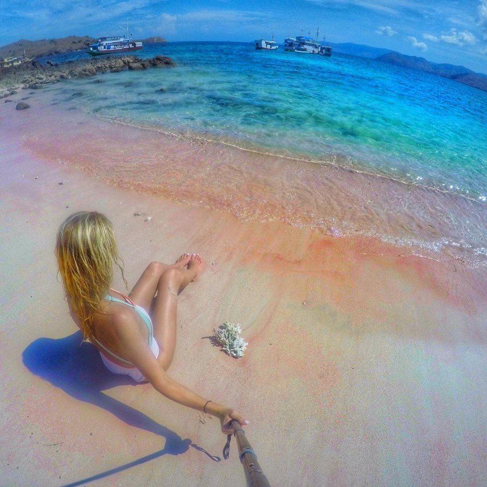 pink-sand-beach-komodo-islands-mylifesamovie-com